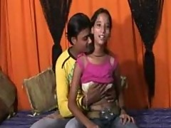 An 18 Year Mumbai Cute Girl Doing Sex with her..
